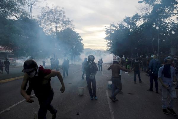 Protestas contra el gobierno de Nicolás Maduro, el martes, en el municipio de El Hatillo, próximo a Caracas.