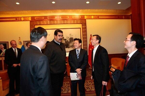 El gobernante venezolano, Nicolás Maduro, durante una reunión ayer con 15 ejecutivos empresariales en Pekín. | EFE