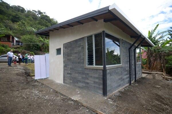 La vivienda está construida con siete toneladas de plástico reciclado. Foto: Jose Díaz/Agencia Ojo por Ojo.
