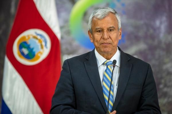 Este martes, Víctor Morales Mora participó por primera vez como ministro de la Presidencia, en el Consejo de Gobierno. Posterior a eso, atendió a los medios. Fotografía José Cordero.