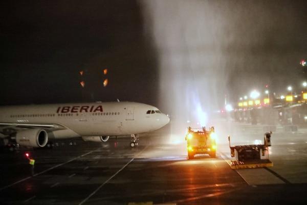 El 3 de agosto, el aeropuerto Juan Santamaría recibió el primer vuelo comercial, luego de cuatro meses y medio de cierre a causa del covid-19. Foto John Durán