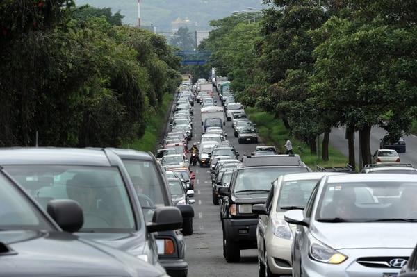 Semanas atrás, el Estado anunció varias medidas para aliviar el problemas de las presas, entre ellas más control policial en las vías y carril exclusivo para buses. | CREDITO FOTOGRAFO