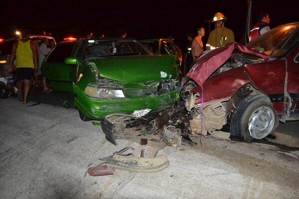 Diez personas resultaron heridas tras el choque.