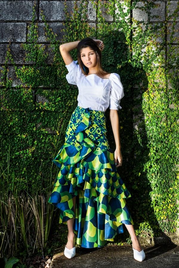 Cristina Luconi: Outfit: - Blusa + falda: Carmiña Romero - Aretes: Granate 27 - Zapatos: CRUDA