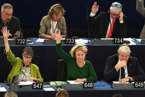 La diputada Judith Sargentini (centro), votó sobre la situación de Hungría durante la sesión del Parlamento Europeo el 12 de setiembre del 2018.