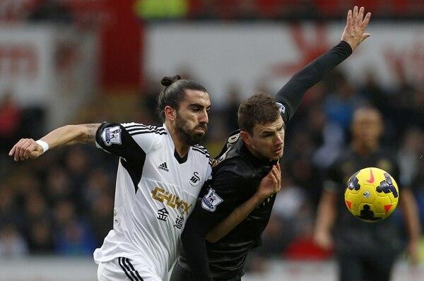 Manchester City venció 2-3 a Swansea y recuperó el liderato