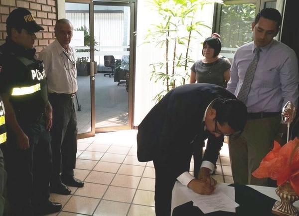 Este medio día el presidente del Colegio de Abogados, Froylán Alvarado, fue notificado de la resolución de la Sala IV contra el intento de un grupo de abogados de controlar la entidad.