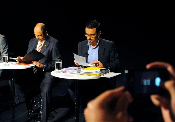 Luis Guillermo Solís y José María Villalta, en un momento del debate televisado de este domingo, en el cual señalaron afinidades. | EYLEEN VARGAS