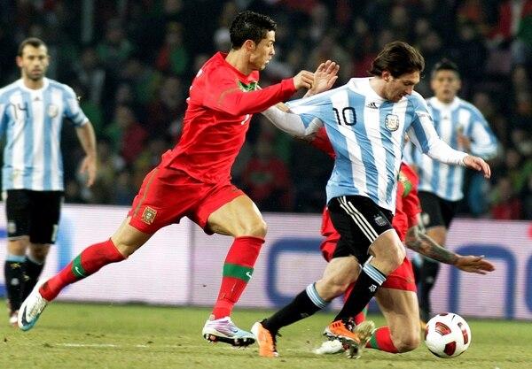 Cristiano Ronaldo y Leo Messi durante un amistoso entre Portugal y Argentina, en el 2011.