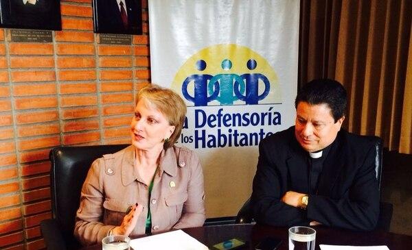 La defensora y el arzobispo mostraron su preocupación por el deterioro del curso lectivo y, a la vez, claman por el respeto a los derechos laborales de los educadores.