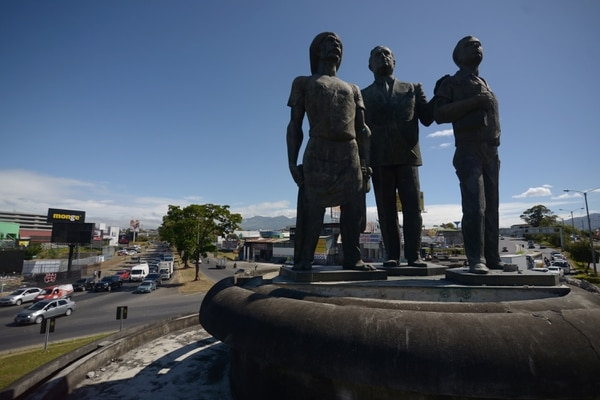 El monumento volverá al sitio cuando el paso a desnivel esté listo. Foto: Jose Díaz/Agencia Ojo por Ojo.