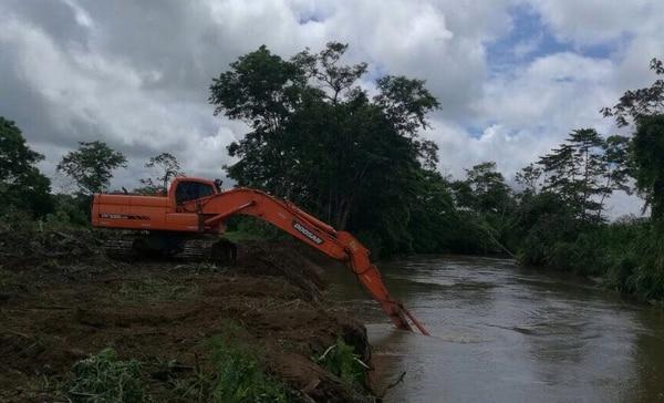 El río Zapote, en Upala, tuvo intervenciones de primer impacto y seis meses después del huracán hay varias secciones que son ensanchadas y han respondido bien al inicio de la estación lluviosa. /Fotos: CNE. Presidencia y Katherine Benavides.