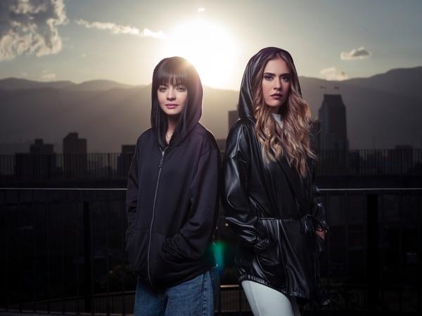 María José Vargas (izquierda) interpreta a la Yeimy Montoya adolescente, mientras que Carolina Ramírez lo hace en su etapa adulta. Fotografía: Canal Caracol para La Nación