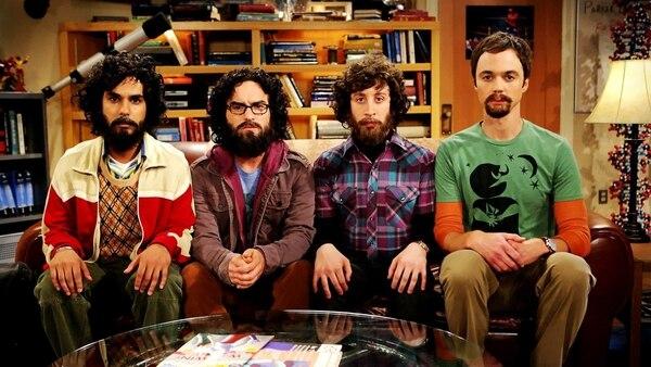 La serie se burla a los problemas que tienen los personajes para crecer su vello facial y corportal. Al comienzo de la tercera temporada, salieron sin afeitar.