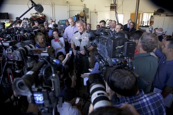 John Hanlin, Sheriff, confirmó en conferencia de prensa que 10 personas murieron cuando un pistolero abrió fuego en la universidad./AFP