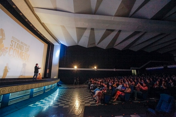 Maikol Fernández fue el tercer comediante en salir a escena ayer, en el Festival de Stand Up Comedy. Jorge Arce