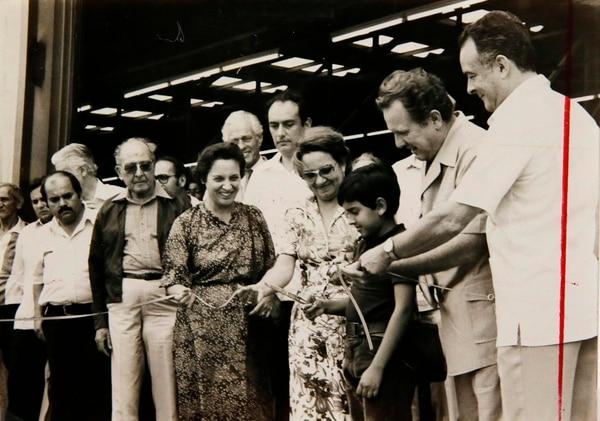 El 11 de diciembre de 1981, el presidente Rodrigo Carazo Odio inaugura el nuevo muelle Alemán.