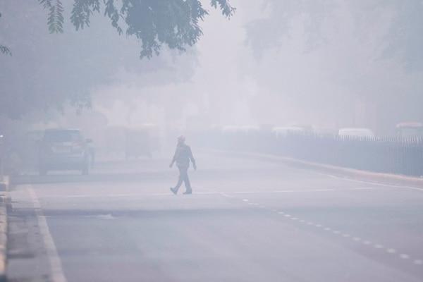 Así se veía una calle de Nueva Delhi, este lunes 4 de noviembre del 2019. Foto: AFP
