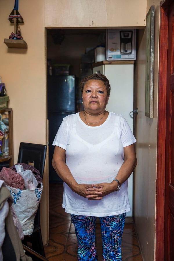 Mireya Jarquín García es paciente diabética. Asegura haber sufrido problemas de salud por el uso de nuevas jeringas para inyectarse con insulina. Su caso lo llevó hasta la Auditoría Interna de la CCSS y la Defensoría de los Habitantes. Foto: Alejandro Gamboa
