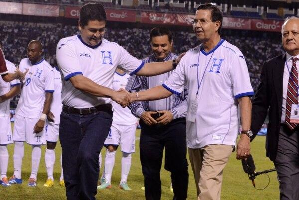 Rafael Callejas (der.) durante un partido en San Pedro Sula.