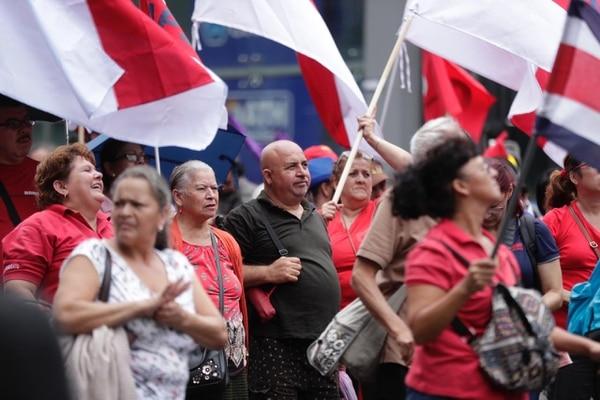 Profesores marcharon por avenida segunda el pasado 1°. de julio contra el proyecto de ley que busca acabar con los abusos de las huelgas. Fotografía: José Cordero
