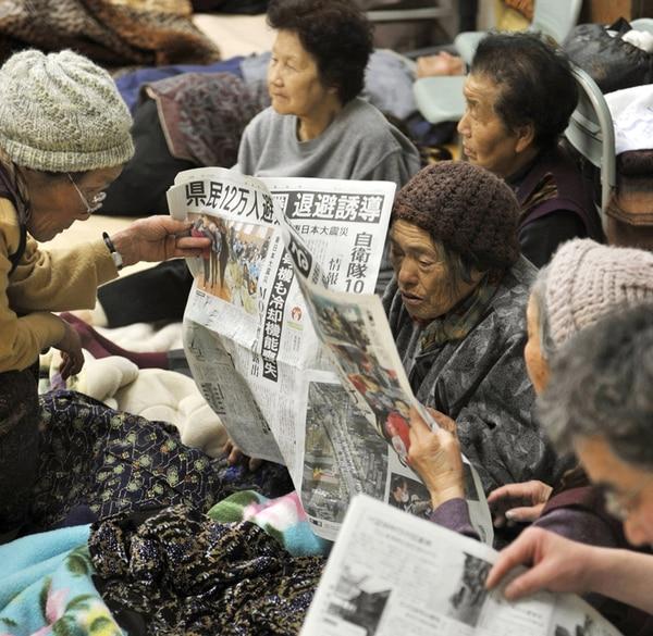 Ancianos evacuados por el accidente nuclear en 2011 en Fukushima.   AP.