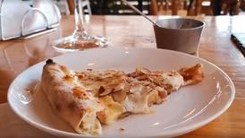 Pizza triplemente recomendada en San José: con queso de cabra, almendras y miel