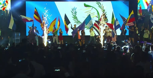 Entre el 19 y 20 de octubre se realizó en San José un evento internacional de Melius. Las banderas de los países donde funciona la empresa estuvieron presentes en la gran fiesta. Captura de video