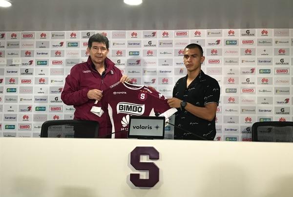 Rándall Leal firmó un contrato por dos años con el Saprissa. Fotos: Daniel Jiménez