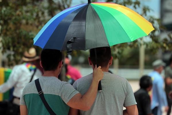 04/08/2018 En la plaza de la Justicia en San José un grupo de personas homosexuales solicitando el matrimonio del mismo sexo. foto Alonso Tenorio