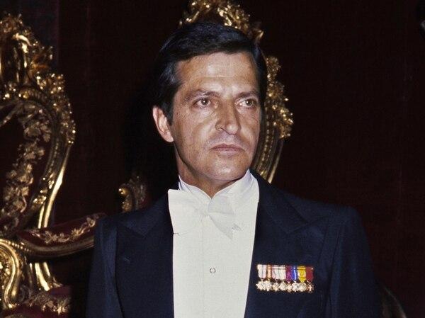 En junio de 2007, el rey Juan Carlos visitó al expresidente español, Adolfo Suárez, durante la ceremonia en la que le entregaron al político el Collar de la Insigne Orden del Toisón de Oro. Se reunió con el entonces presidente de EE. UU., Jimmy Carter en 1980. Además, Suárez recibió en 1996 el prestigioso Premio Príncipe de Asturias por su contribución a la democracia. | EFE