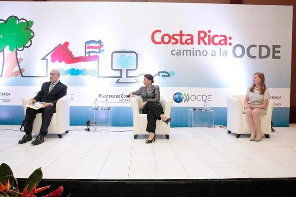 Ángel Gurría, secretario general de la OCDE; Laura Chinchilla, presidenta de la República y Anabel González, ministra de Comercio Exterior en el evento