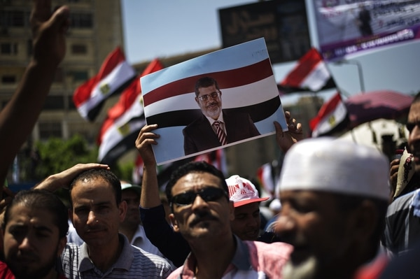 Los defensores del mandatario afirman que los problemas se presentan porque Mursi está limpiando las instituciones de décadas de corrupción.