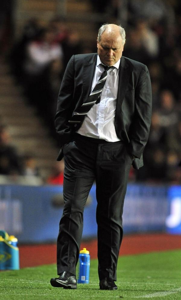 El técnico Martin Jol aceptó que hoy se está jugando el puesto.   AFP