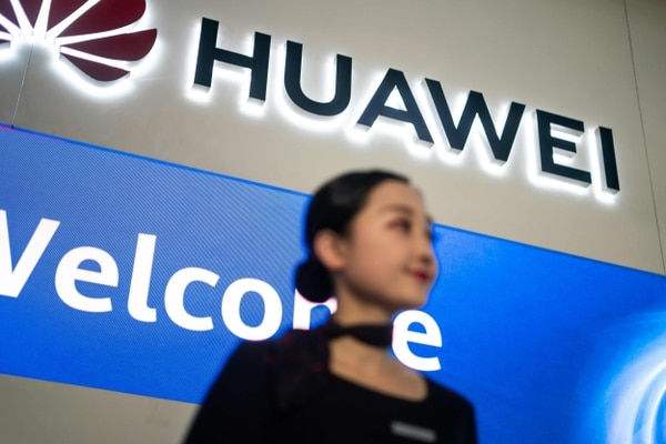 (FILES) This file picture taken on May 15, 2019 shows a hostess welcoming journalists and guests to the Huawei database and storage product launch during a press conference at the Huawei Beijing Executive Briefing Centre in Beijing. - China warned the United States on May 16 against further harming trade ties after President Donald Trump effectively barred Chinese telecom giant Huawei from the US market and put it on a blacklist. (Photo by Fred DUFOUR / AFP)