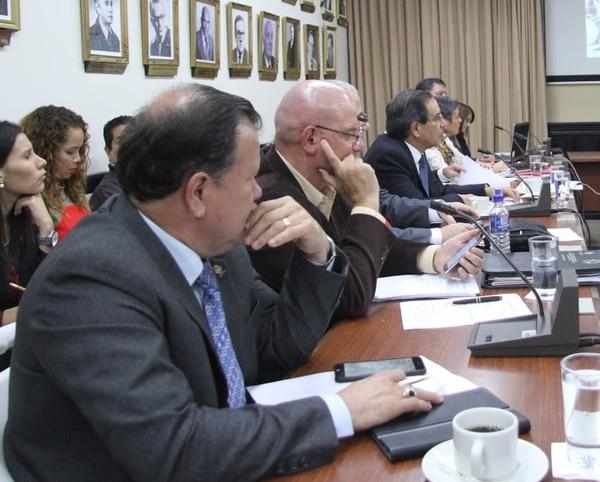 Los diputados de la subcomisión de Hacendarios estudian el Presupuesto Nacional para el 2016.