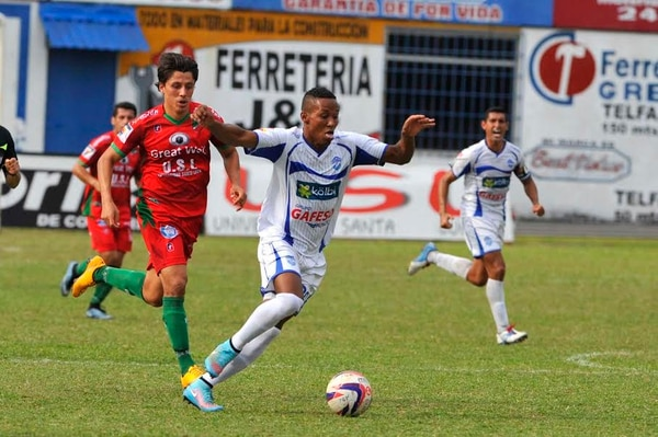 Pérez Zeledón y Carmelita jugaron esta tarde en el estadio Allen Riggioni.