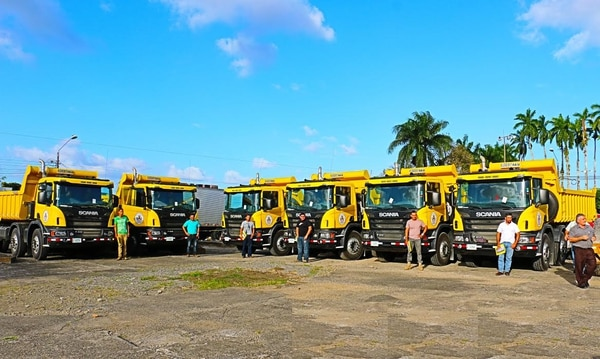 Las vagonetas son del año 2016 y cada una tiene un precio aproximado de ¢59,6 millones.