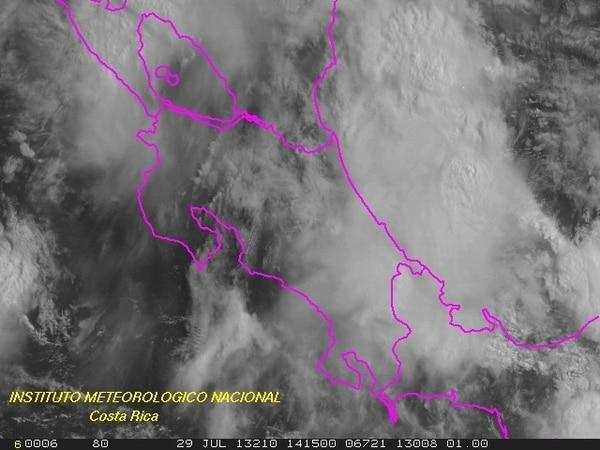 El manto nuboso afecta sobre todo el Caribe costarricense.   TOMADO DEL IMN