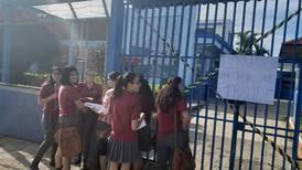 Grupo de estudiantes trató de impedir a compañeros hacer prueba de bachillerato en Liceo de Paraíso