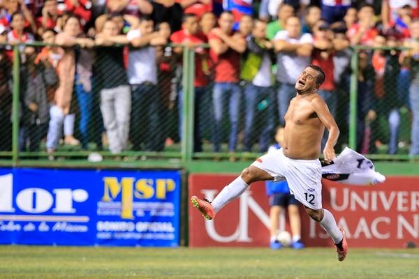 En junio del 2016 Luis 'Chicharrón' González jugó la final de la Liga de Ascenso y le anotó a San Carlos. Desde entonces el delantero perdió peso y tiene un mejor estado físico. Foto: Rafael Pacheco