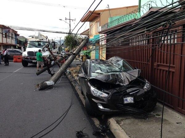Choque contra poste en Guadalupe