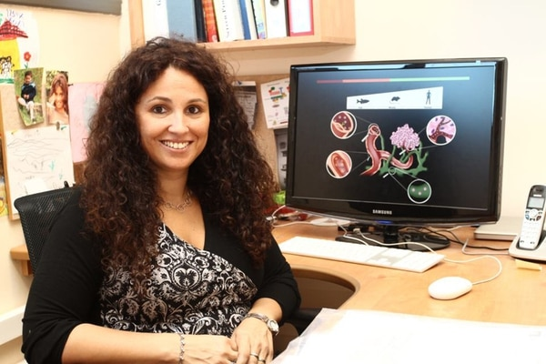 La bióloga y química Karina Yaniv es israelí, de origen argentino. Ella es profesora en el Instituto Weizmann, en Israel, donde también dirige un grupo investigador en el Laboratorio de Biología del Desarrollo. | KARINA YANIV PARA LN.