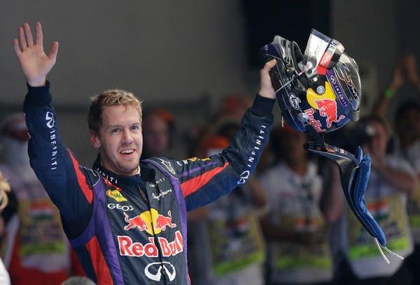 Extasiado, Sebastian Vettel celebra su triunfo en India, y su corona. | AP