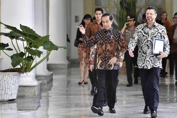 Rodrigo Chaves, en una foto del 14 de diciembre del 2017, tras una reunión con el presidente de Indonesia, Joko Widodo. Fotografía tomada de ANTARA/Puspa Perwitasari
