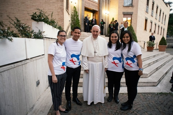 El pasado 23 de octubre, jóvenes panameños delegados de la organización de la Jornada Mundial de Juventud en ese país departieron con el papa Francisco en Roma (Italia) como parte de los preparativos / Jornada Mundial de la Juventud para LN.