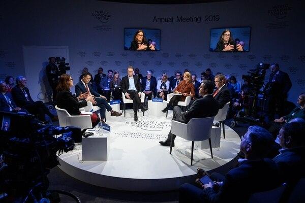 Cecilia Malmström, comisaria europea de Comercio, interviene en una sesión del Foro Económico Mundial en Davos, Suiza. (Fabrice COFFRINI/ AFP)