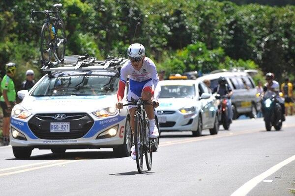 Josué González corrió la contrarreloj de la Vuelta a Costa Rica 2014 con el uniforme de campeón nacional de la especialidad. | RAFAEL MURILLO