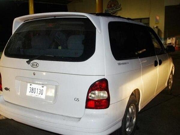 El OIJ decomisó el auto en el que viajaban los sujetos. | REINER MONTERO.