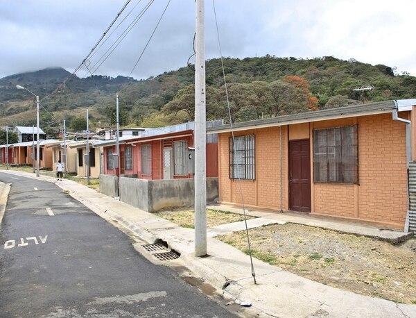 Habitantes del proyecto Juan Rafael Mora, en Alajuelita, denunciaron a inicios del año fallas en las viviendas recibidas. | VALERIA QUARTARA/ARCHIVO